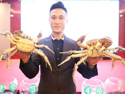 """2019鄱阳湖清水大闸蟹""""蟹王""""重530.2克""""蟹后""""重394.8克"""