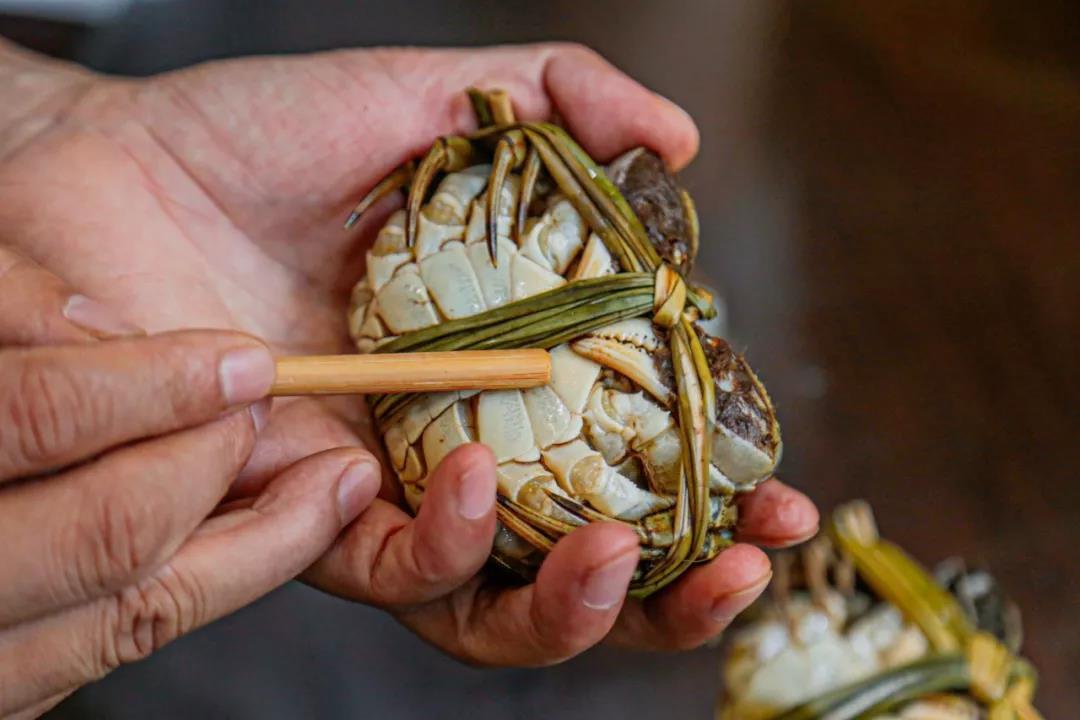 泰国香草捆绑大闸蟹