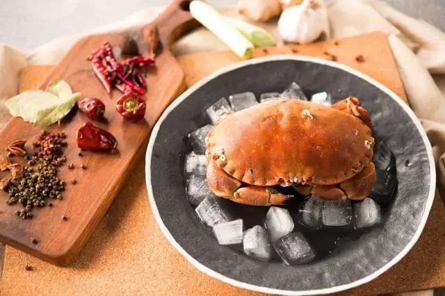 面包蟹清洗及红椒调料